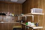 新設した台所の棚板;クリックすると大きな写真になります。
