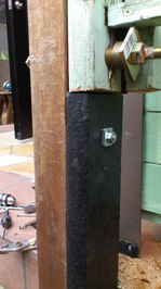 補強材のアイアン・ウッドとボルトで結合;クリックすると大きな写真になります