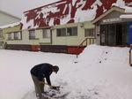 駐車場での雪かき;クリックすると大きな写真になります