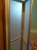 新しい浴室のドア;クリックすると大きな写真になります