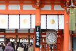 下鴨神社本殿入り口;クリックすると大きな写真になります