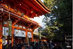 下鴨神社楼門前;クリックすると大きな写真になります。