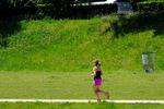 ジョギングする外人女性;クリックすると大きな写真になります。