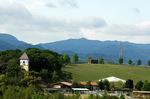 鉢ヶ峰からハーベストの丘を望む;クリックすると大きな写真になります