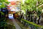 山門裏参道付近:石龕寺(丹波);クリックすると大きな写真になります。