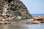 山陰海岸居組の岩場;クリックすると大きな写真になります