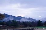 別荘近くの芝生畑から南の山並み;クリックすると大きな写真になります。