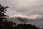別荘から蒜山の初冠雪をみる;クリックすると大きな写真になります。