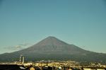 西日を受ける富士山;クリックすると大きな写真になります