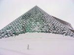 ガラスのピラミッド;クリックすると大きな写真になります