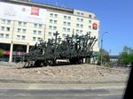 首都ワルシャワの街中にある「カティンの森事件』慰霊碑;クリックすると大きな写真になります