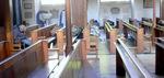 ロンドンの教会午前10時(塔の下でホームレスの人達が熟睡中);クリックすると大きな写真になります。