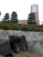 浦上教会下の川辺に保存されている鐘楼跡:クリックすると大きな写真になります