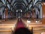 黒崎教会の内部。リブ・ヴォートル天井が広がりを見せている:クリックすると大きな写真になります
