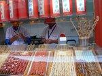 王府井小吃街の串焼き屋さん:クリックすると大きな写真になります