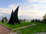 彫刻と海、空、庭園のコラボレーション;クリックすると大きな写真になります
