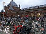 コペン中央駅に並ぶ自転車;クリックすると大きな写真になります
