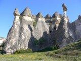 きのこ岩の奇岩;クリックすると大きな写真になります。