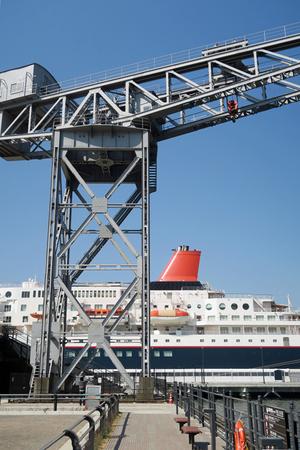 210222098_029 新港埠頭 ハンマークレーン と にっぽん丸 X800 G7X.jpg