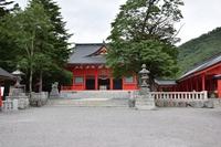 赤城神社 社殿;クリックすると大きな写真になります。