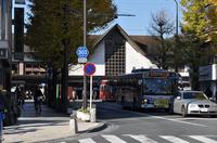 朝9時半の鎌倉駅;クリックすると大きな写真になります